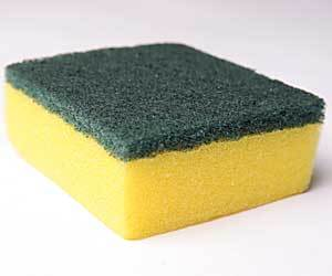 Cómo limpiar una esponja de plato
