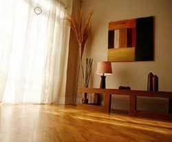 Cómo eliminar las huellas de los pisos y muebles de madera